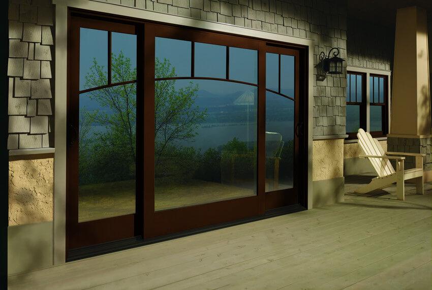 drewniane okno przesuwne balkonowe